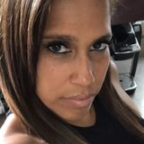 Eva from Laval | Woman | 43 years old | Leo